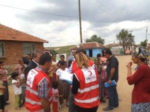 Alaçam'da İhtiyaç Sahibi Ailelere Giysi Ve Gıda Yardımı