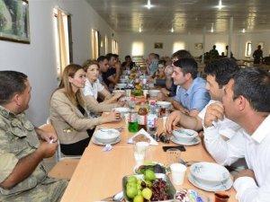Türk İş Adamları, Azerbaycan - Ermenistan Cephe Hattında Askerlerle Bayramlaştı