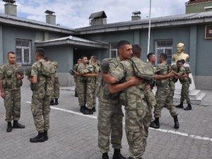 Mehmetçik Türkiye-Ermenistan Sınırında Bayramlaştı