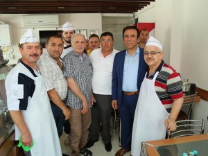 Samsun Canik İlçe Belediye Başkanı Genç, Esnaf ve Huzurevi Sakinlerinin Bayramını Kutladı