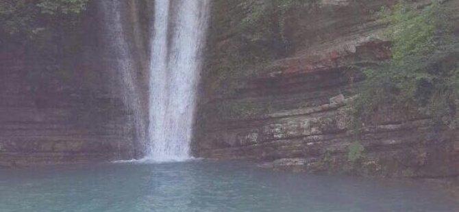 Samsun'da Yağmur Yolda Şelale ve Göl Oluşturdu