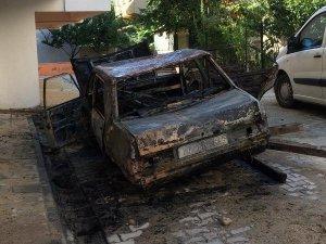 Çorlu'da Park Halindeki Otomobil Yandı