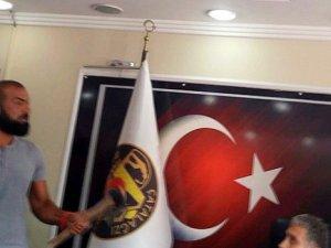 Zongultak'ta Belediye Başkanı'nın Makam Odasına Baltalı Baskın