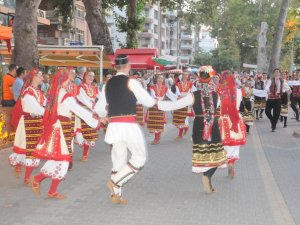 Yalova'da 30. Uluslararası Halk Dansları Festivali Başladı