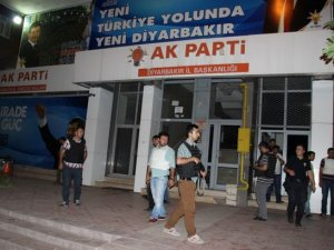 Diyarbakır'da AK Parti İl Binasında Toplanan Partililere EYP'li Saldırı