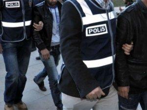 Kırmızı Bültenle Aranan 2 Şüpheli İzmir'de Yakalandı