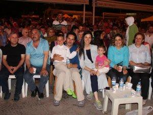 AK Parti Genel Başkan Çiğdem Karaaslan Ailesiyle Demokrasi Nöbetinde