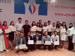Ahmet Yesevi Üniversitesinde 'Üniversiteli Gençler Yaz Okulu' Sertifika Töreni