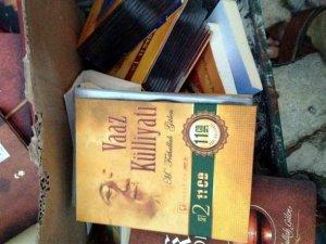 Gülen, Kitaplarını Yakarken Yakalandılar