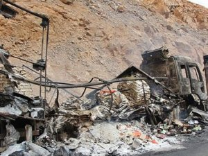 PKK Bingöl'de Yol Kesti, Araç Yaktı