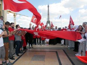 Paris'te 'Demokrasi' Yürüyüşü