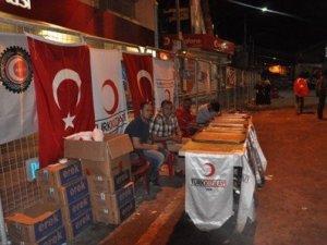 Van'da Kızılay'dan Demokrasi Nöbetçilerine Gıda Desteği