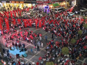 Tekkeköy'de Demokrasi Şehitleri İçin Dua Gecesi Yapıldı