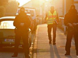 Suriyeli Mülteci Almanya'da Kendini Patlattı