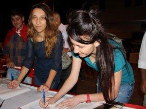 Nevşehir'de Şehit Aileleri Darbecilere İdam Cezası İçin İmza Kampanyası Başlattı