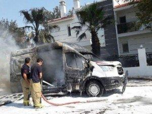 İzmir'de Seyir Halindeki Ambulans Alev Topuna Döndü
