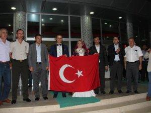 Samsun Kavak'ta Gelin ve Damat Demokrasi Nöbetinde