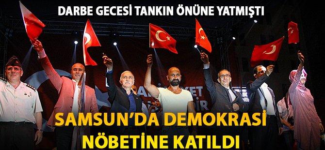 Darbe Gecesi Tankın Altına Yatan Vatandaş Samsun'da Demoktasi Nöbetine Katıldı