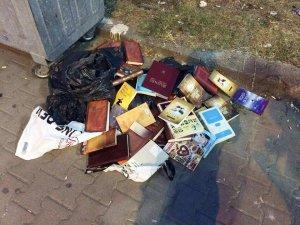 Elinizde Gülen'in Kitapları, CD'leri Varsa Dikkat
