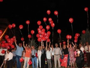 81 İlden Muhtarlar Gökyüzüne Demokrasi Balonu Bıraktı