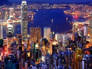 Hong Kong'u Nida Tayfunu Vurdu