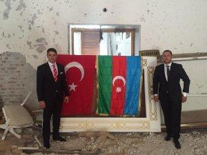 Bombalanan TBMM Kapısına Türk Ve Azeri Bayrakları