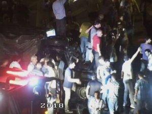 İBB Önünde Darbecilerle Polisin Çatıştığı O Sıcak Saatler