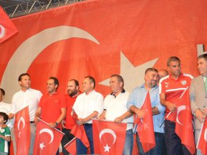 Bursasporlu Futbolcular Demokrasi Nöbetinde