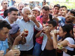 Bal Festivali Kapsamında 15 Dakikada 2 Kilo 300 Gram Bal Yedi