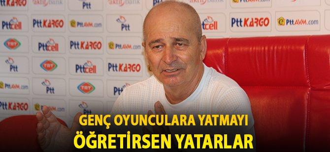 """Samsunspor Teknik Direktörü Korukır, """"Genç Oyunculara Yatmayı Öğretirsen Yatarlar"""""""
