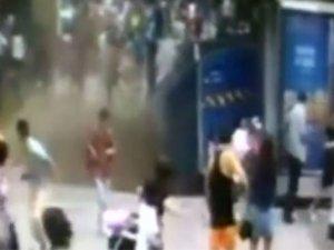 Çin'de Yer Çöktü, İnsanlar İçine Düştü