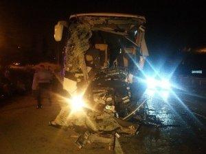 Başkent'te Otobüs Kazası: 1 Ölü, 14 Yaralı