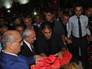 CHP Genel Başkanı Kılıçdaroğlu, 30 Ağustos Yürüyüşüne Katıldı