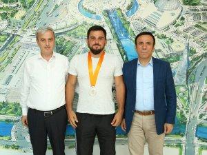 Samsun Canik Belediyesporlu Milli Güreşçi Yine Gururlandırdı