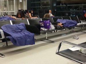 Viyana Havalimanı'nda Türk Yolcular Perişan Edildi