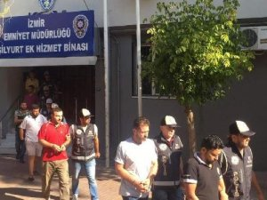 İzmir'de Göçmen Kaçakçılarından 10 Kişi Tutuklandı