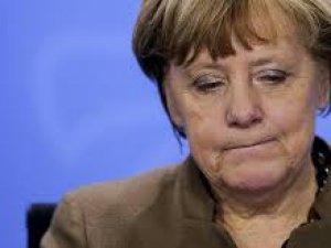 Almanya'da Seçimin Kaybedeni Merkel Oldu