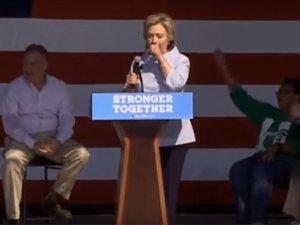Clinton Öksürük Krizine Tutuldu