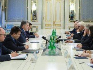 Steinmeier Ve Ayrault Ukrayna Krizini Görüştü