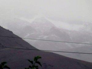 Munzur Dağları'na Mevsimin İlk Karı Düştü