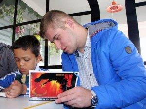 Samsun'da Uluslararası Başarı Gösteren Sporcular Kitap Okudu