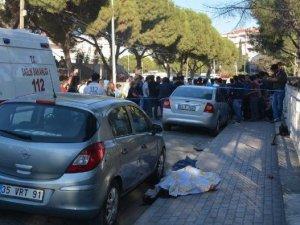 İzmir'de Bir Şahıs Ayrıldığı Liseli Kız Arkadaşını Öldürüp İntihar Etti