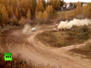 Rusya'da Ralli Aracı Pistten Çıkarak Hakem Kulesine Uçtu