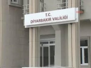 Diyarbakır Valiliği Önünde Bekleyen Polis Ekibine Silahlı Saldırı