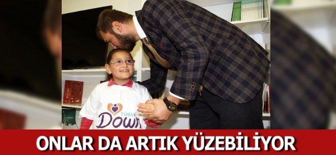 Samsun'da Yüzme Öğrenen Down Sendromlu Öğrencilere Sertifikaları Verildi