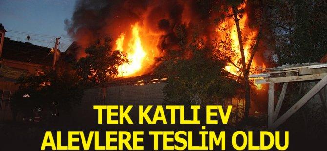 Samsun'da Tek Katlı Ev Alevlere Teslim Oldu
