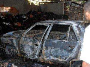Antalya'da Park Halindeki Otomobil Yandı