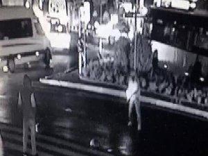 İstanbul'da El Yapımı Patlayıcıyı Caddeye Atıp Kaçtı