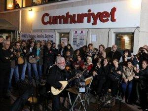 Sanatçılardan Cumhuriyet Gazetesi'ne Destek