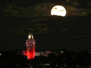 Süper Ay Bu Akşam İzlenebilecek